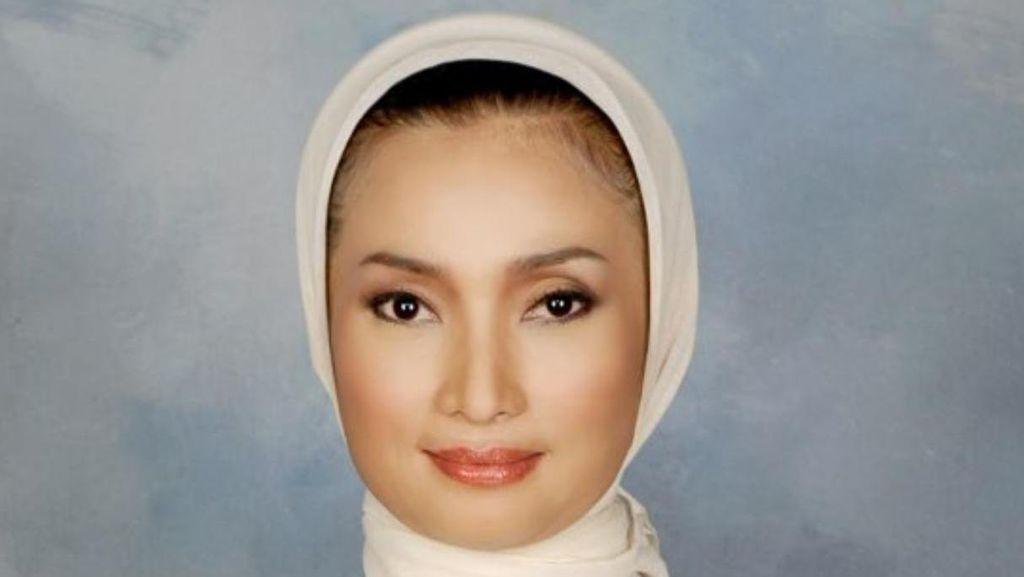 Mengenal Lucy Kurniasari, Ning Surabaya Calon Penantang Risma