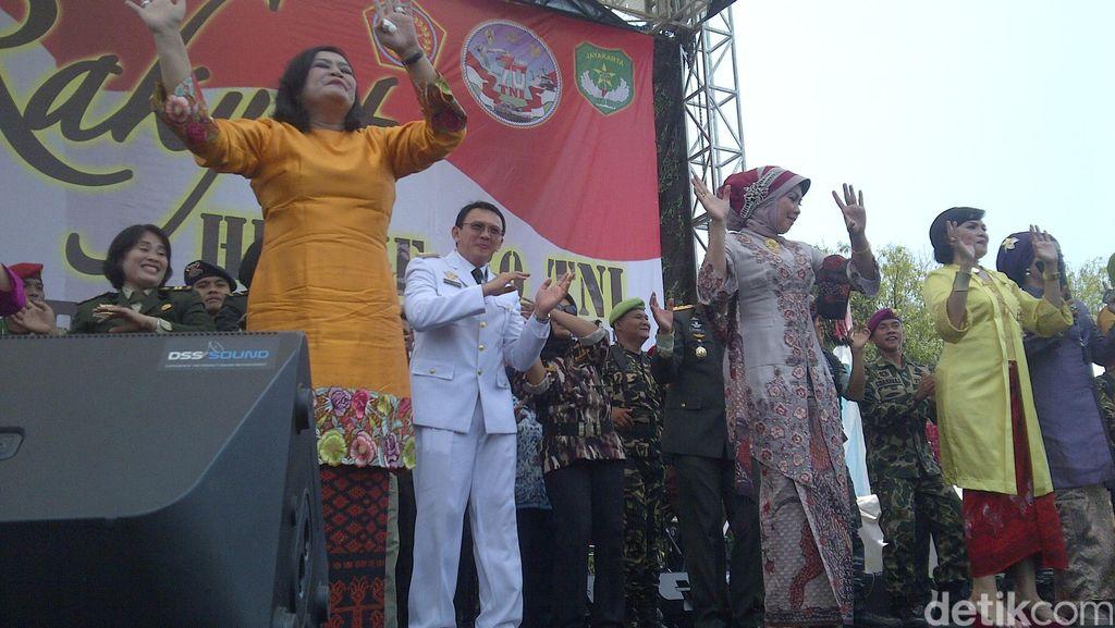 Asiknya Ahok Berjoget Saat Lagu 'Goyang Dumang' Meriahkan HUT TNI