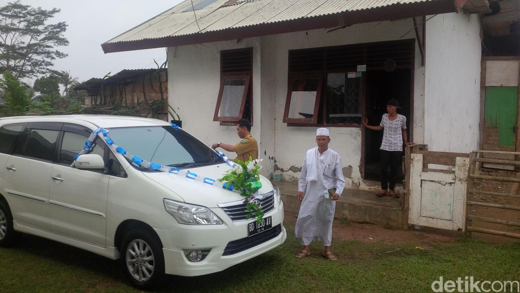 Rumah 'Butut' Marwan dan Hadiah Mobil karena Rajin Salat