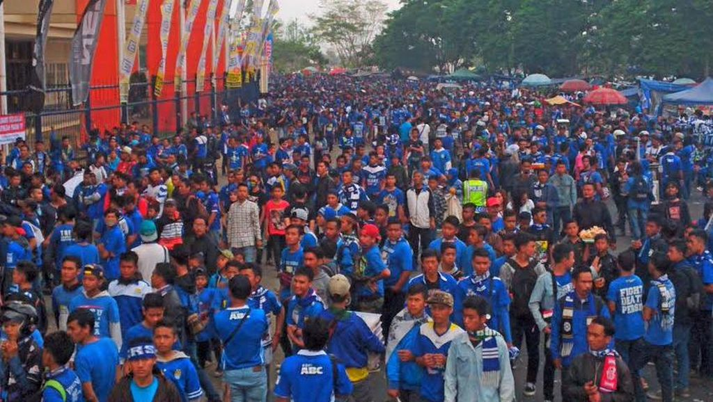 Puluhan Ribu Bobotoh Siap Birukan Stadion GBK Jakarta, Semoga Aman!