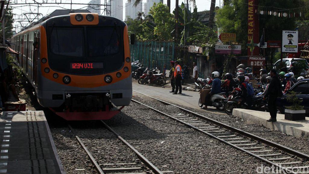 Ada Longsor di Cilebut, PT KCJ Minta Penumpang Pakai Moda Transportasi Lain