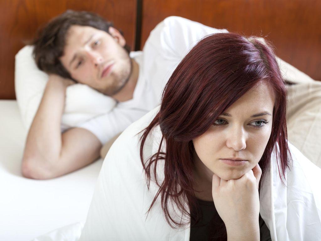 Saat Tak Tidur Seranjang, Akankah Keintiman Pasutri Terganggu?