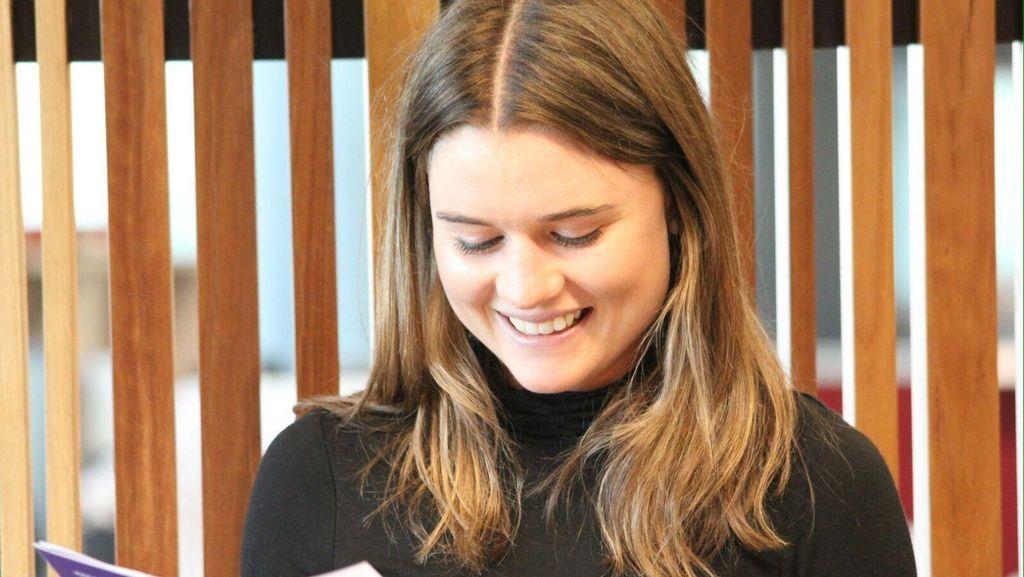 Gadis Manis Australia Ini Minta Dipanggil 'Mbak Nur'
