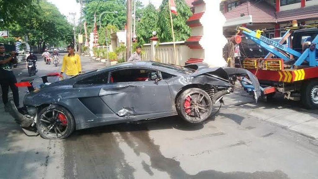 Ini Video Horor Lamborghini Tabrak Warung STMJ di Surabaya