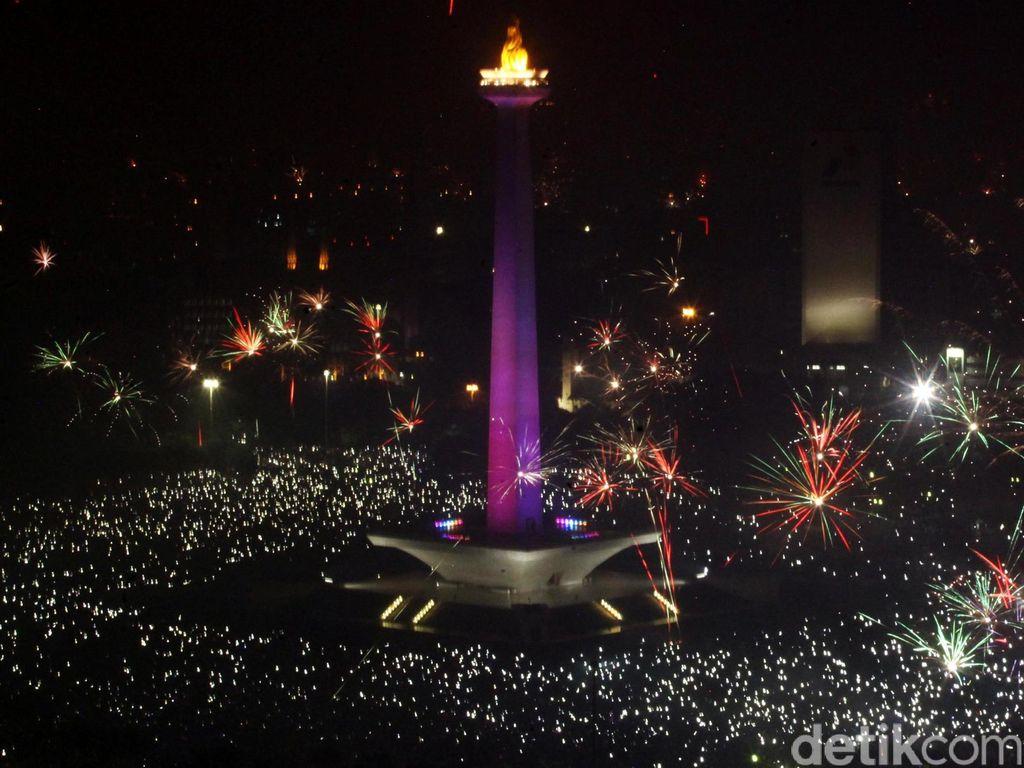 Ide Long Weekend: Lihat Jakarta dari Puncak Tugu Monas di Malam Hari
