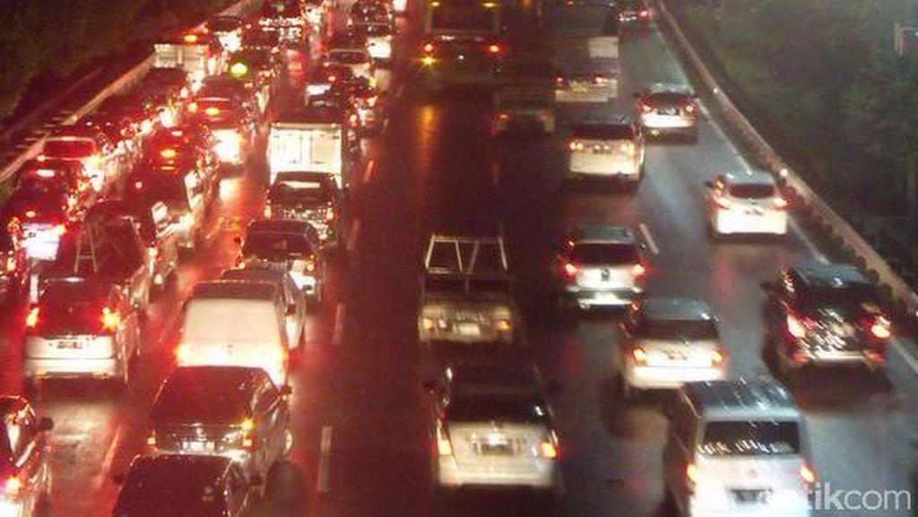 Volume Kendaraan Arah ke Bandara Soekarno-Hatta dan Jagorawi Meningkat