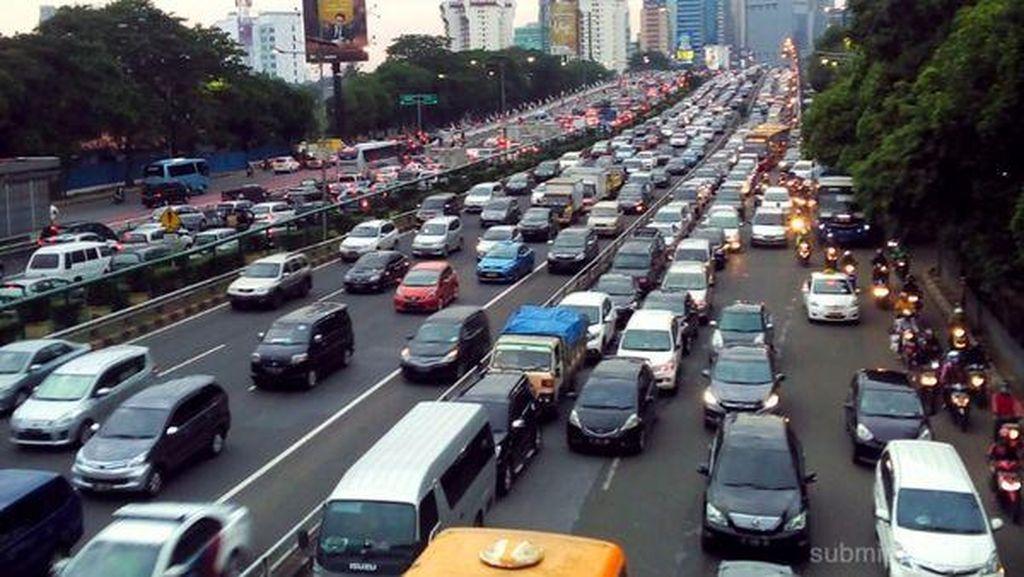 Kemacetan Jelang Long Weekend Mulai Menampakkan Diri di Tol Dalam Kota