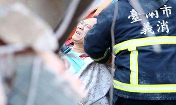 Evakuasi Korban Gempa di Taiwan