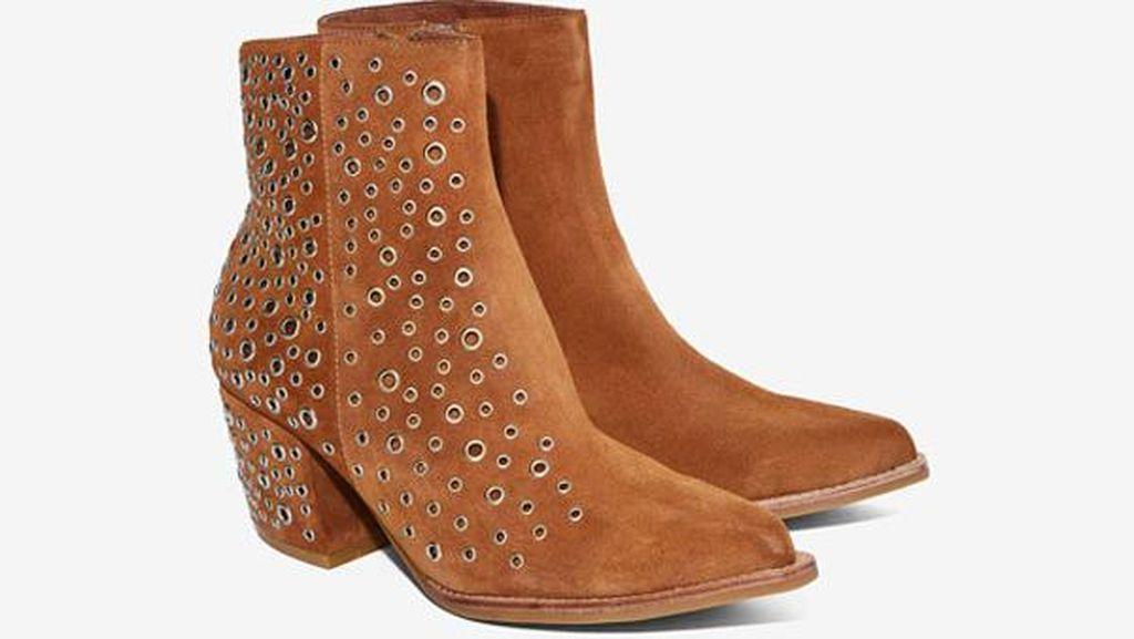Editor's Choice: Edgy dengan 5 Variasi Sepatu Aksen Eyelet