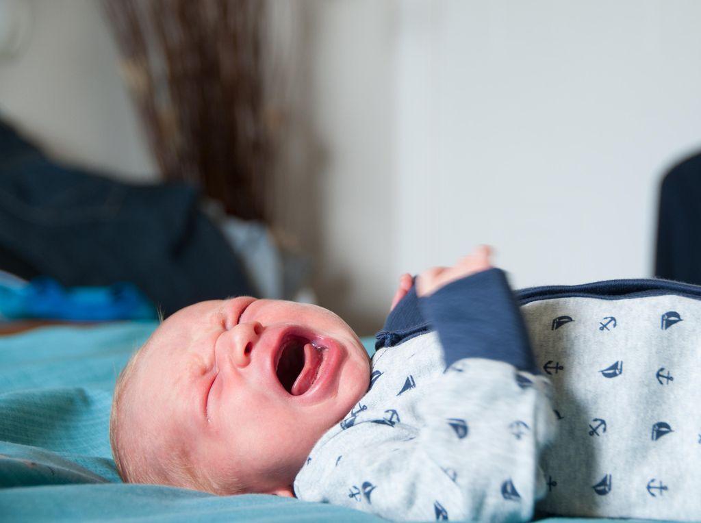 Peneliti Perbolehkan Bayi Dibiarkan Menangis Sampai Tertidur