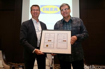 IKEA Alam Sutera Perlihatkan Sertifikat Mereknya