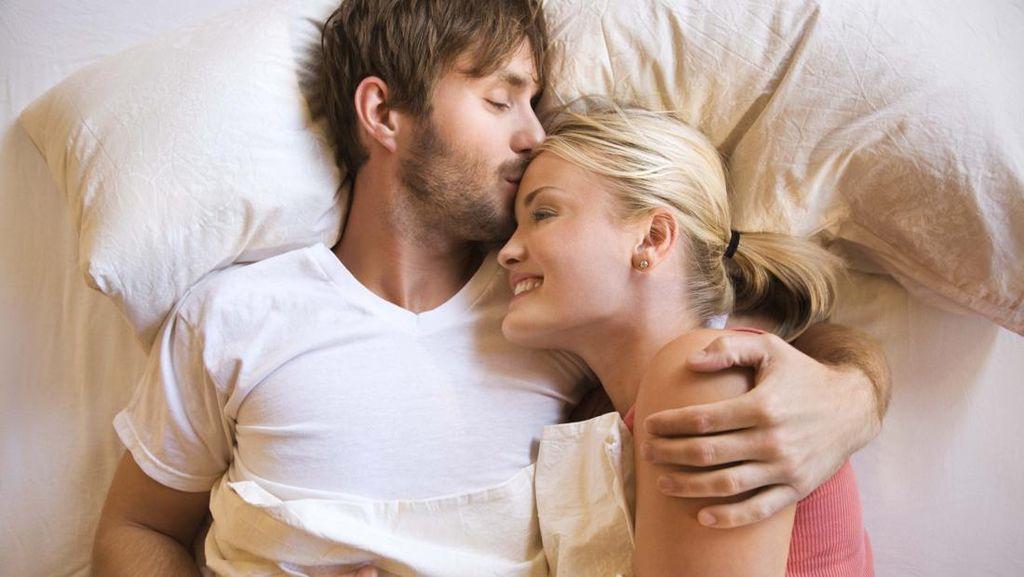 Kebiasaan Tidur yang Penting Dilakukan Agar Pasangan Bahagia