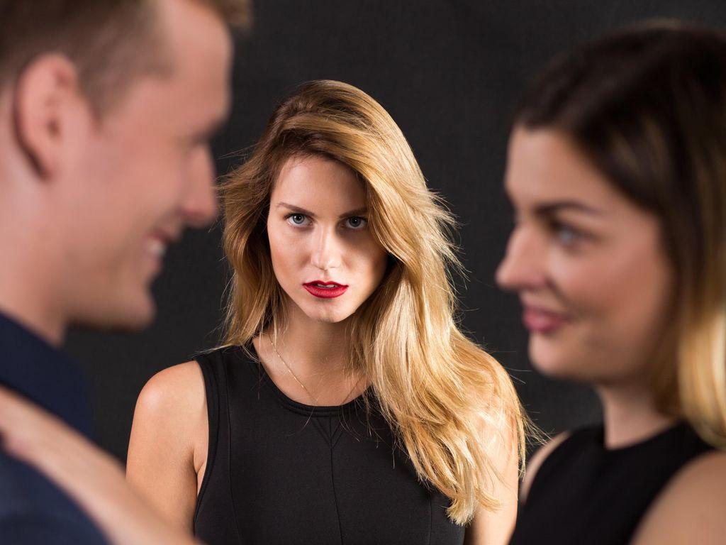 Tips Hadapi Wanita Penganggu Rumah Tangga dengan Cara yang Elegan