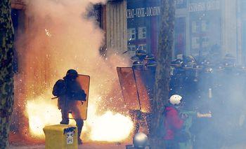 Demo Tolak Reformasi UU Buruh di Paris Ricuh