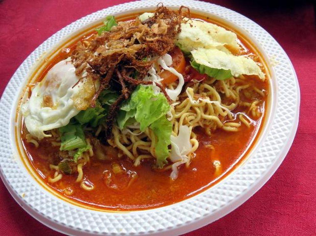 Mau Bikin Mie Rebus a la Minang yang Pedas Berempah? Ikuti Langkah Praktis Ini