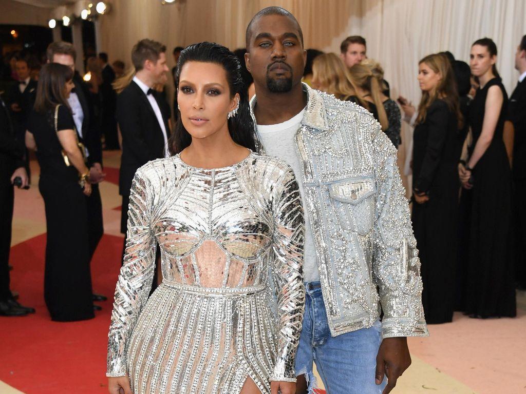 Bergaya Futuristik Bareng Kanye West, Kim Kardashian Jadi 'Robot' Seksi