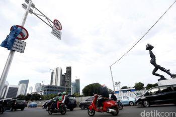 Rambu Larangan Motor di Jl. Sudirman Sudah Terpasang