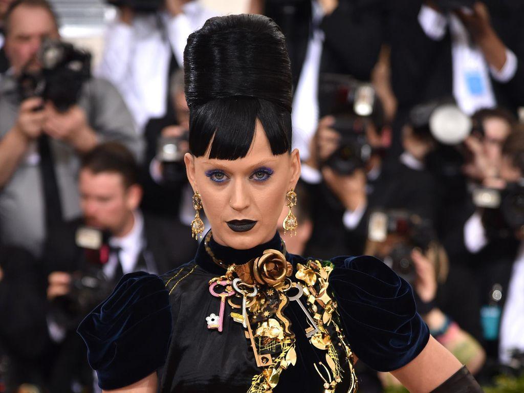 Foto: Rambut Ala Sarang Lebah Katy Perry di Met Gala 2016