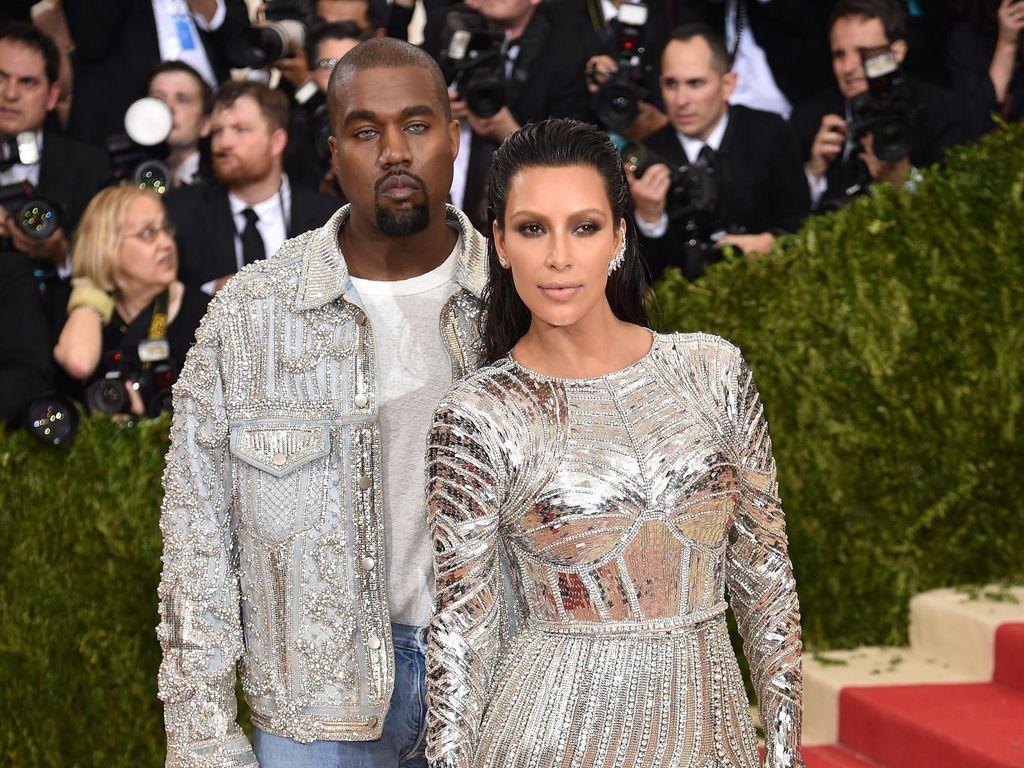 Desainer Balmain Ungkap Rahasia Pembuatan Kostum Met Gala Kim-Kanye