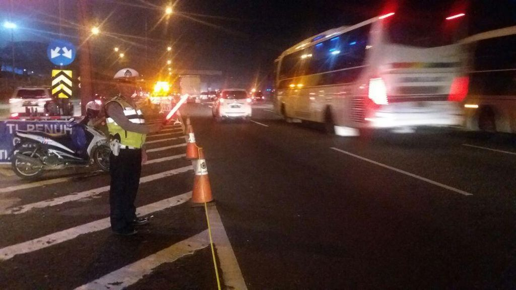 Tol Cikampek Arah Bandung di KM 57 Masih Macet