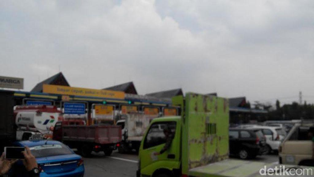 Macet di Gerbang Tol Jadi Salah Satu Keluhan Pengguna Mobil di Jakarta