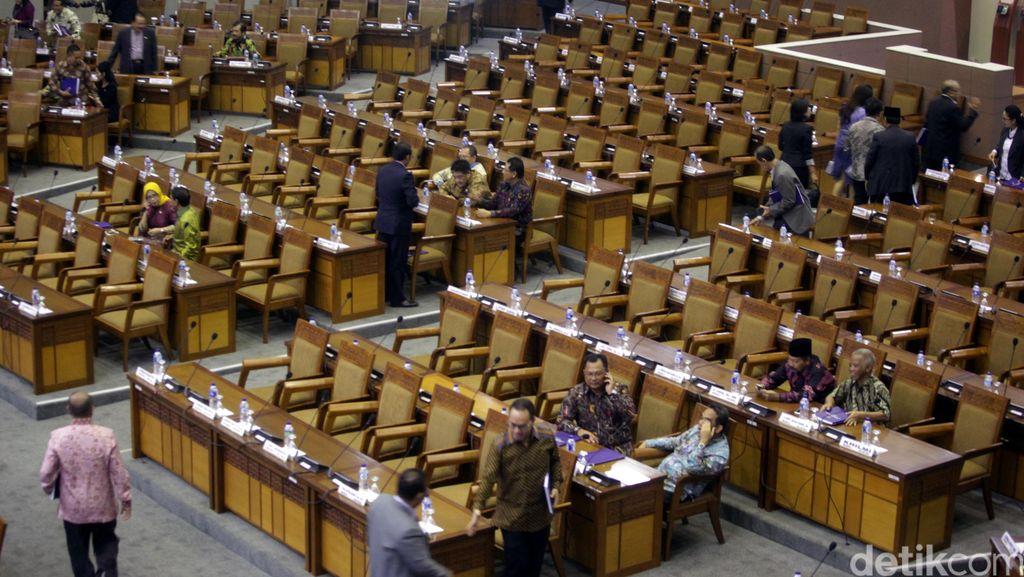 Banyak Anggota DPR Bolos Rapat, Pembahasan Sejumlah RUU Mandek