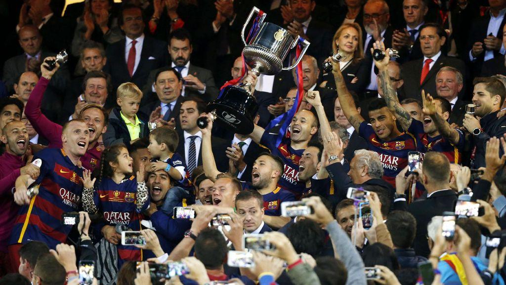 Barcelona Berpesta Bersama Suporternya di Camp Nou