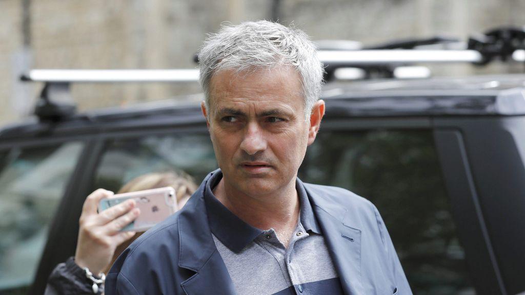 Hal Ini yang Kabarnya Bikin MU-Mourinho Belum Juga Deal