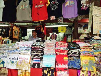 Melihat Keramaian Pasar Wat Arun Bangkok