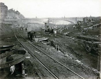 Mengintip Pembangunan MRT London Ratusan Tahun Silam