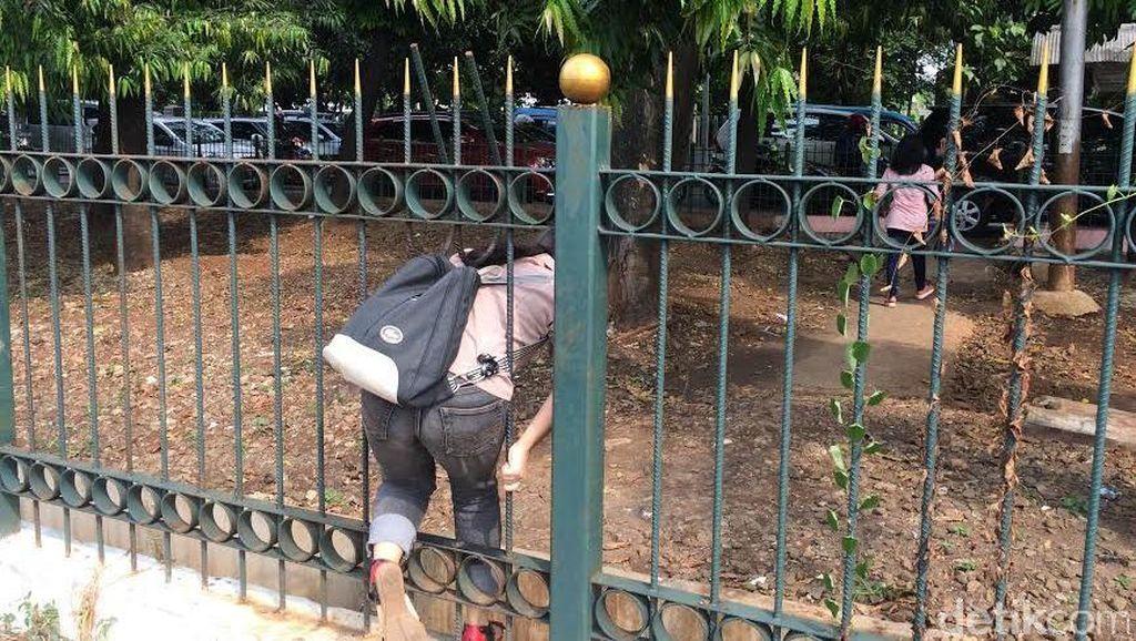 'Tiket Menyeberang' Naik JPO Bayar Rp 2 Ribu di Tj Barat: Untuk Keselamatan