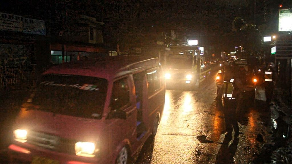 Kejar-kejaran, Dua Pemotor Tewas Terlindas Truk di Sukabumi