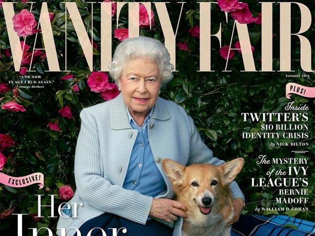 Ratu Elizabeth II Berpose Bersama Anjingnya di Sampul Vanity Fair