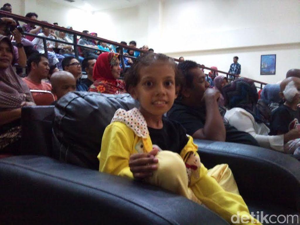 Senyum Syarifah, Pasien Kanker Anak Saat Melihat Penyanyi Idolanya