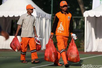 Pasar Murah Untuk Pasukan Oranye