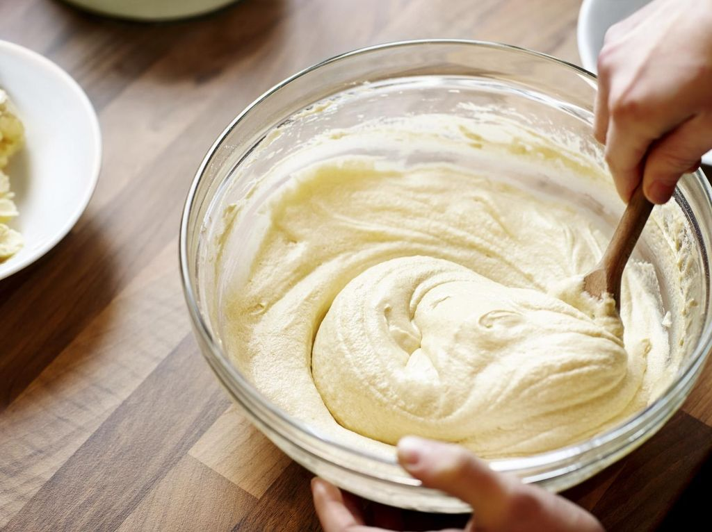 Cara Praktis Membagi Adonan Kue Dalam Beberapa Loyang