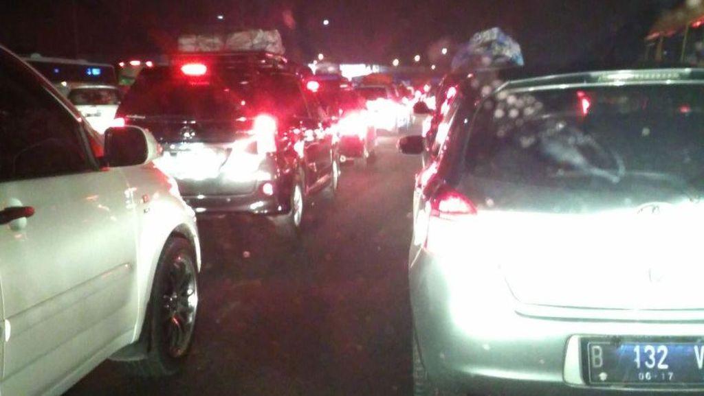 Tol Jakarta-Cikampek Masih Padat, Terurai Usai Rest Area di Km 39
