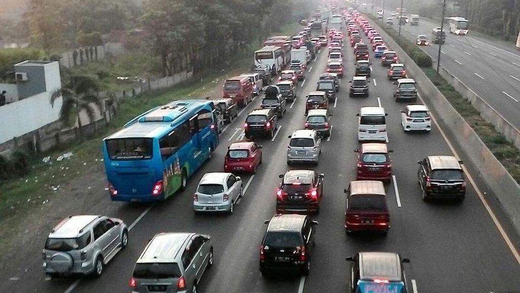 Rest Area Km 39 Jadi Salah Satu Sumber Kemacetan di Tol Jakarta-Cikampek