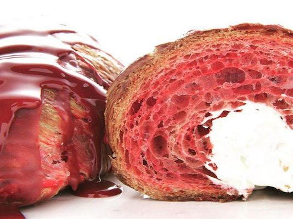 Cantiknya Croissant Red Velvet yang Legit Memikat