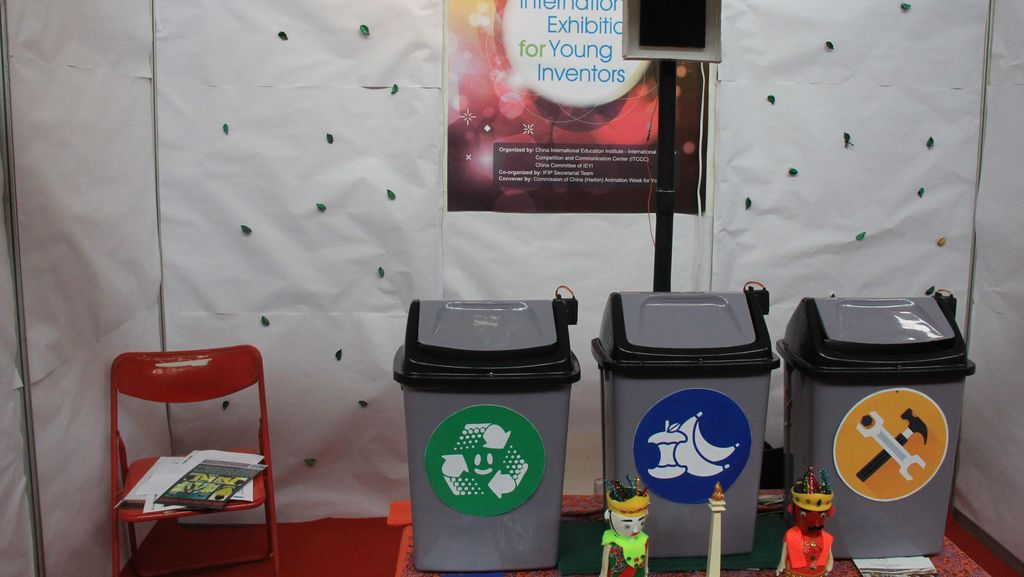 Tempat Sampah Pintar Buatan Anak SMA yang Memukau Dunia