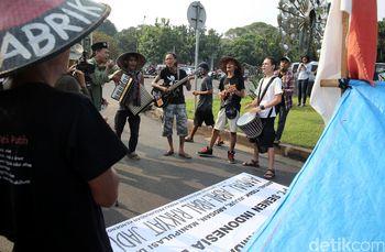 Band Marjinal Ramaikan Demo Petani di Depan Istana