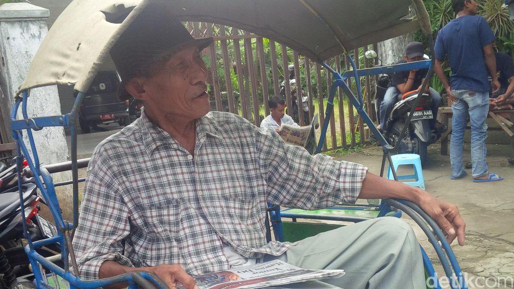 Kisah Aboe, Tukang Becak yang Dirikan Tempat Les Gratis untuk Puluhan Bocah