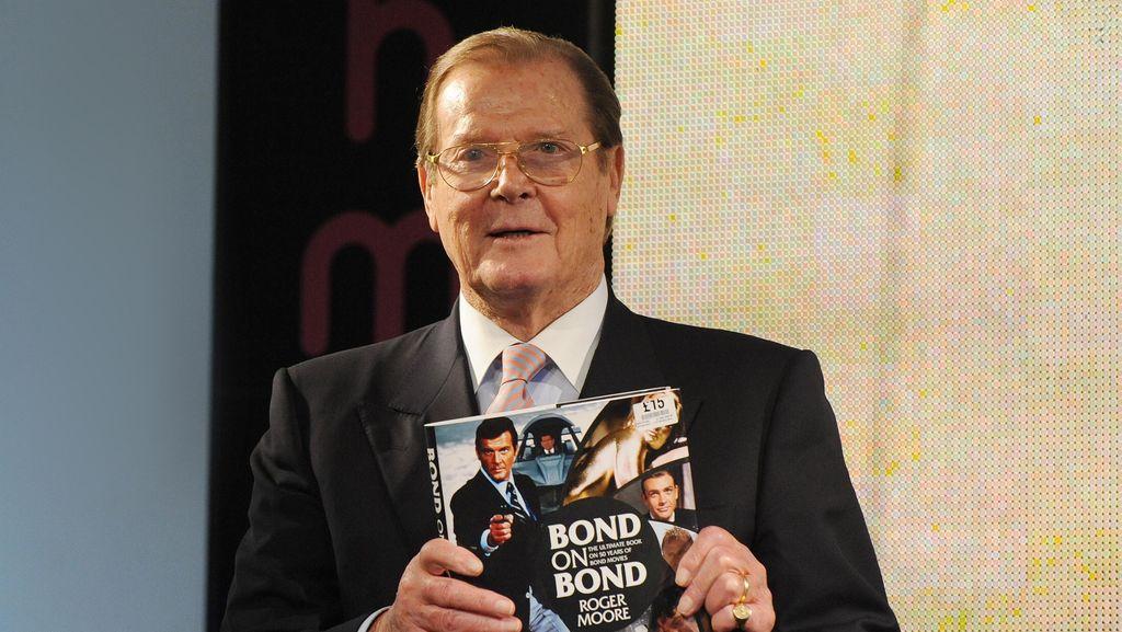 Putri Tiri Roger Moore Meninggal Dunia karena Kanker