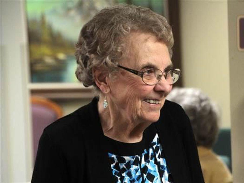 Nenek 93 Tahun Berhenti Jadi Suster Setelah 7 Dekade Mengabdi