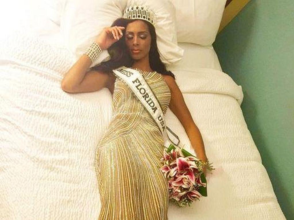 Baru Seminggu Menang, Juara Kontes Kecantikan Ini Terpaksa Lepas Mahkota
