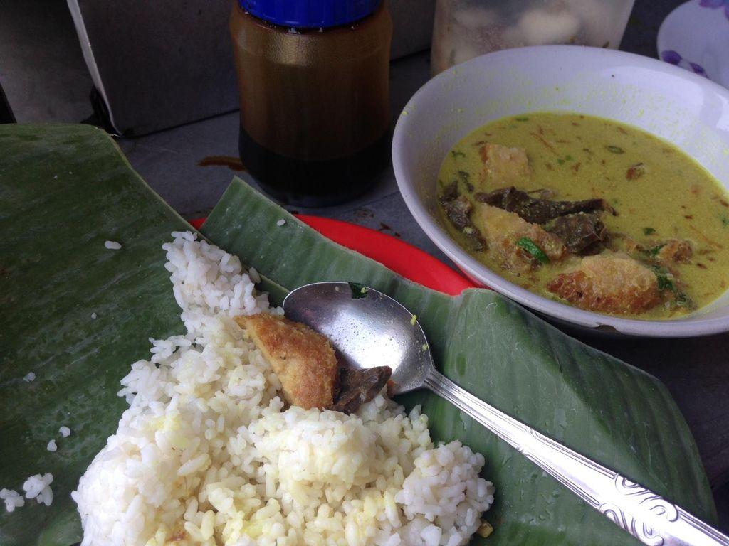 Wisata Kuliner di Bogor, Coba Soto Kuning yang Legendaris