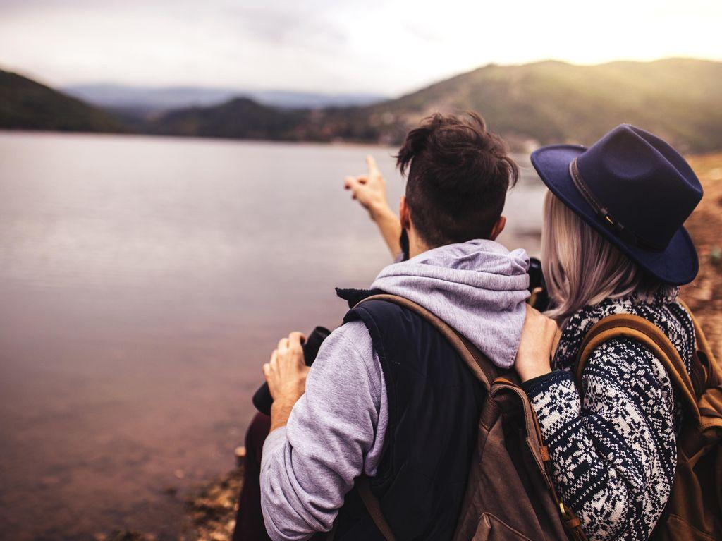 5 Alasan Berkemah Bisa Menjadi Opsi Berkencan yang Baru