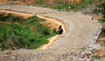 Pembangunan Jalan di Sekitar Waduk Jatiluhur
