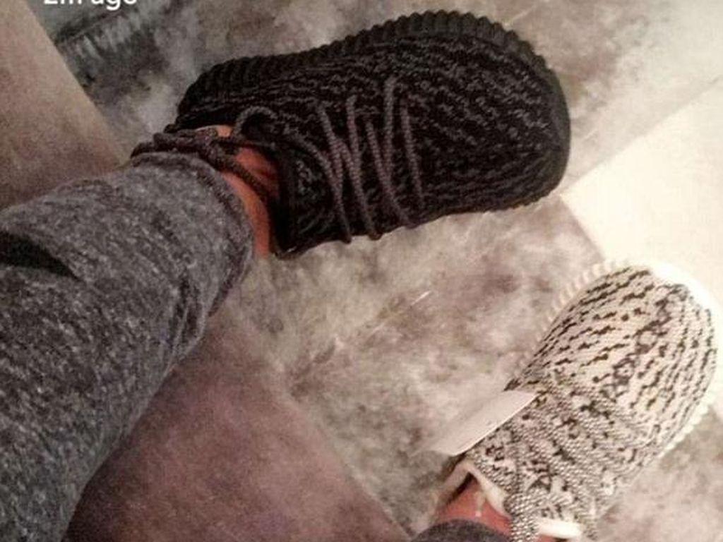 Kim Kardashian Umumkan Sepatu Yeezy Untuk Anak Siap Dijual