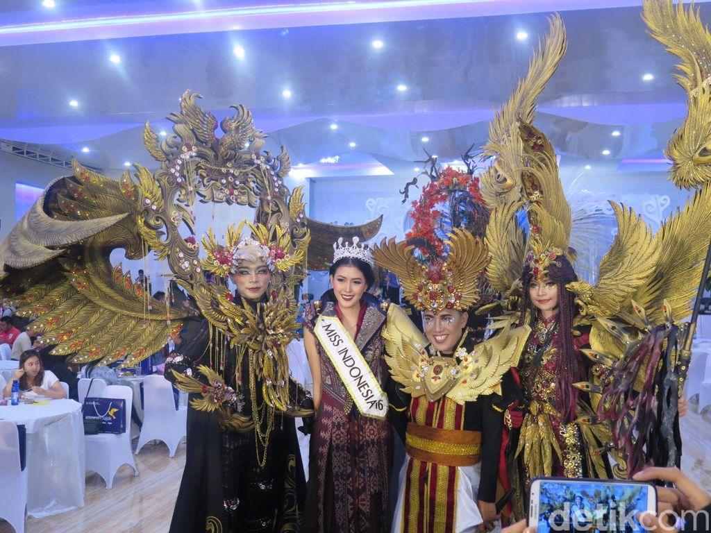 Foto: Jember Fashion Carnaval 'Mempertemukan' Miss & Puteri Indonesia 2016